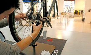 Rennrad Mechaniker Werkstatt